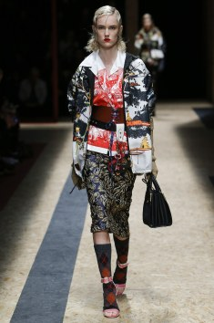Young-modern rain jacket combined with the Versailles-like print and a neat blouse in contrasting red.